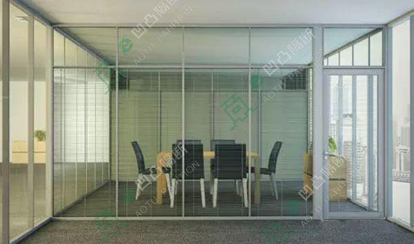 ATGD大小办公室装修常用的玻璃隔断_玻璃隔断厂家_安庆玻璃隔断_光彩玻璃隔断_《凹凸隔断,找到属于自己的隔断》